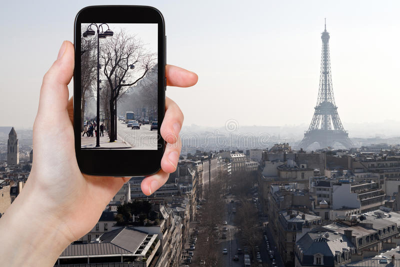 大道旅游采取的照片在巴黎在春天 免版税库存照片