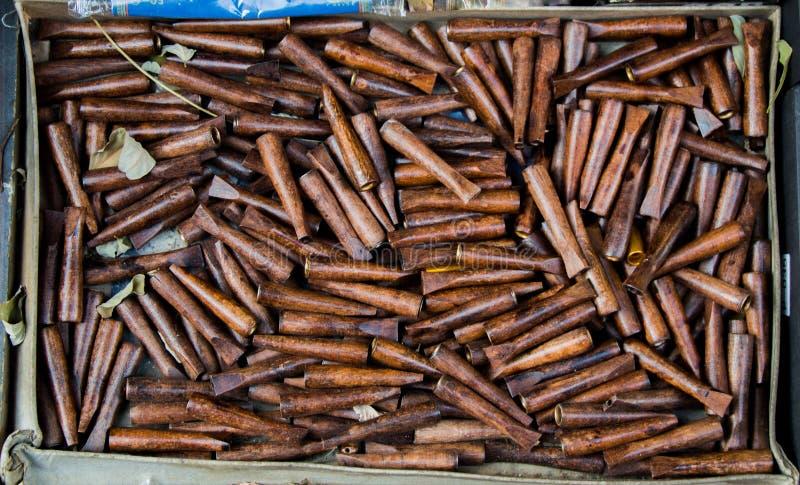 大量棕色木烟斗 库存照片