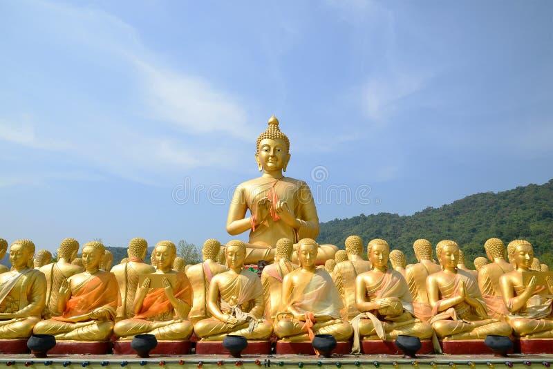 大金黄和一千金黄菩萨雕象 免版税库存图片