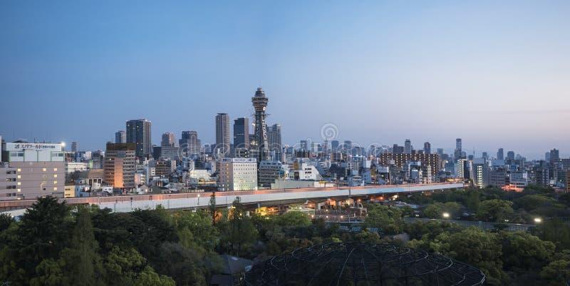 大阪,日本- 2017年4月20日:大阪全景视图地平线Tsutenkaku塔 免版税库存照片