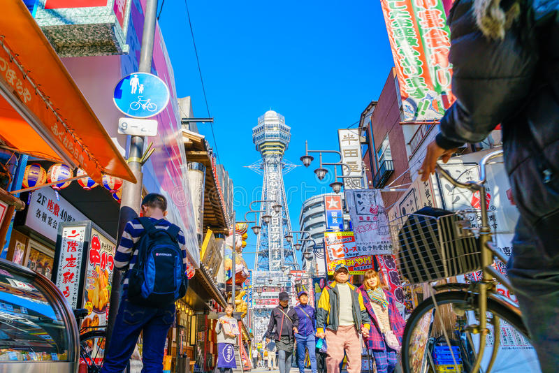 大阪,日本- 2015年11月30日:Tsutenkaku塔在Shinsekai 库存照片