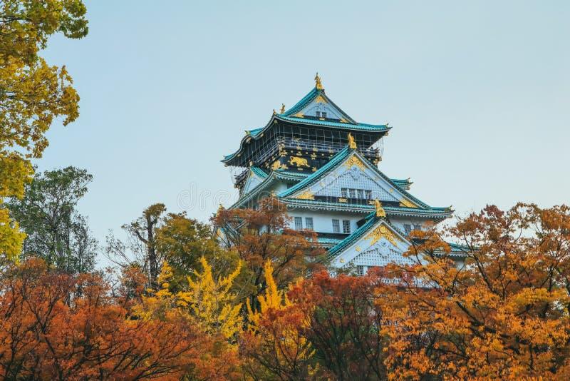 大阪,日本11月21日2018年:在秋天季节,一的大阪城堡最著名的地标 库存图片