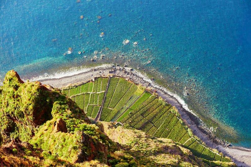 大阳台鸟瞰图在Cabo Girao,马德拉岛,葡萄牙调遣 免版税库存照片
