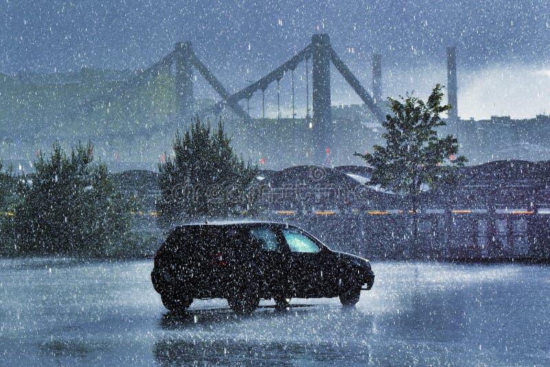大雨在6月 城市日克里姆林宫室外的莫斯科 免版税库存照片