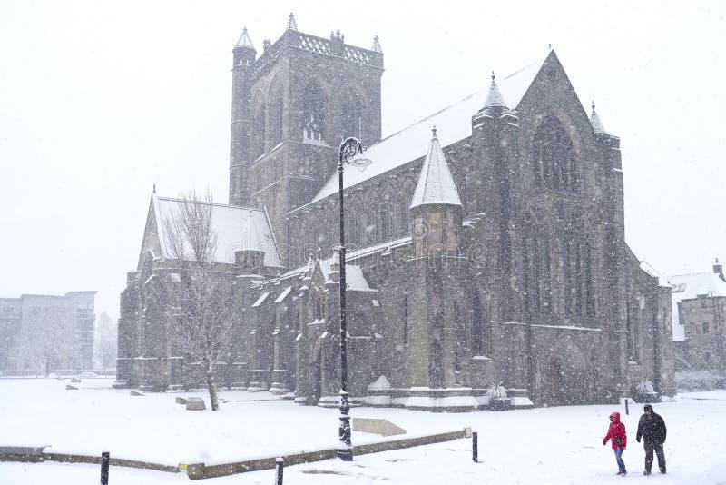 大雪意想不到的佩兹利市中心苏格兰 库存照片