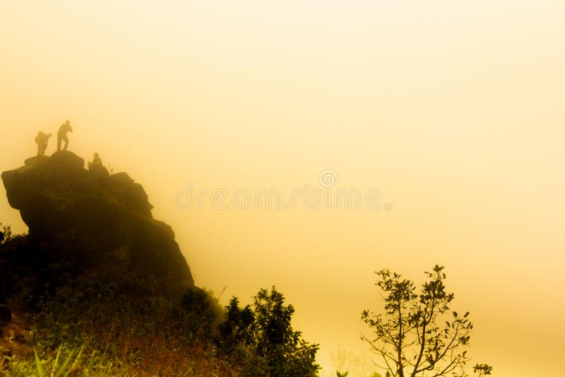 大雾、云彩和薄雾在热带雨林在星期一jong doi在蔡恩mai 免版税库存图片