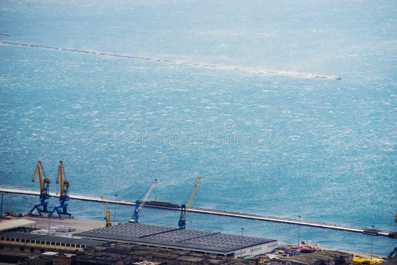 大风力量风Bora的里雅斯特,意大利 顶看法 库存图片