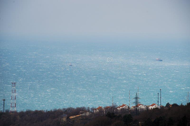 大风力量风Bora的里雅斯特,意大利 顶看法 库存照片