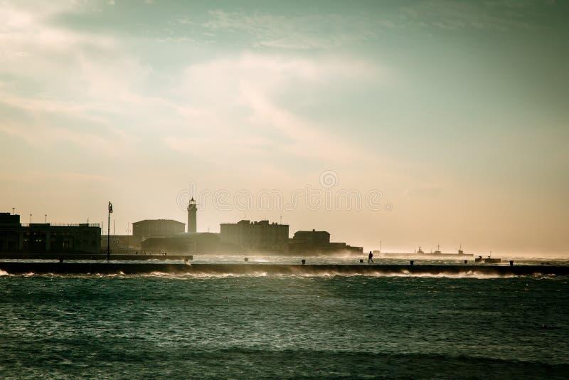大风天在市的里雅斯特 免版税库存图片
