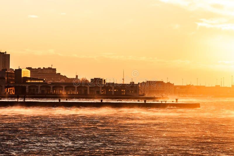 大风天在市的里雅斯特 免版税图库摄影