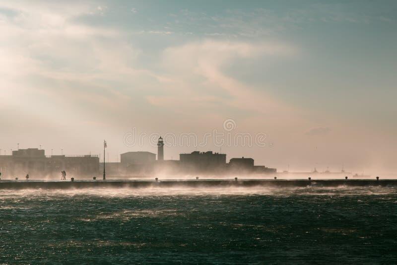 大风天在市的里雅斯特 库存照片