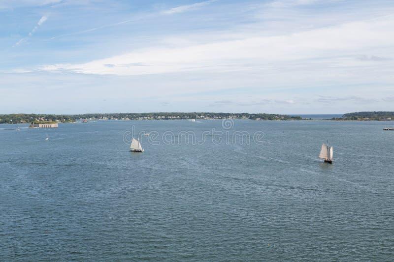大风船在开放港口 库存照片