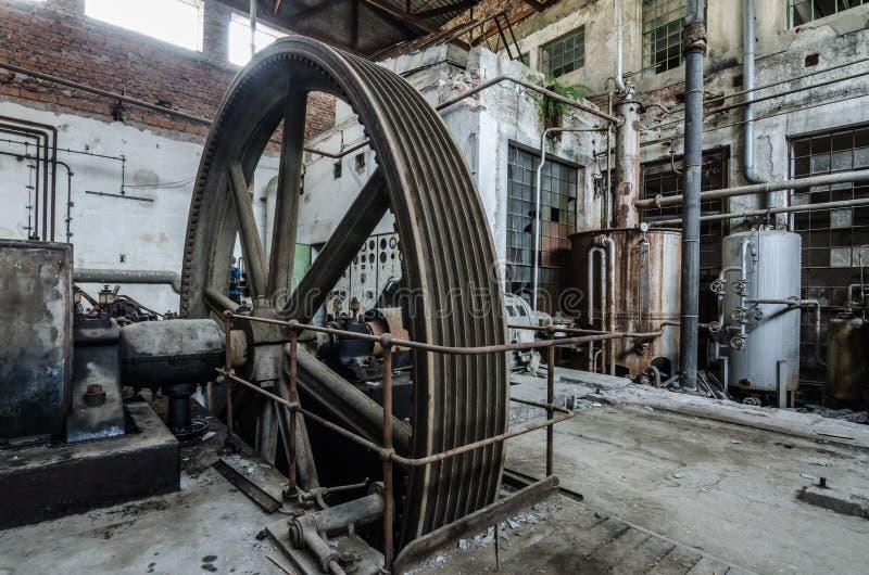 大驱动轮工厂 图库摄影