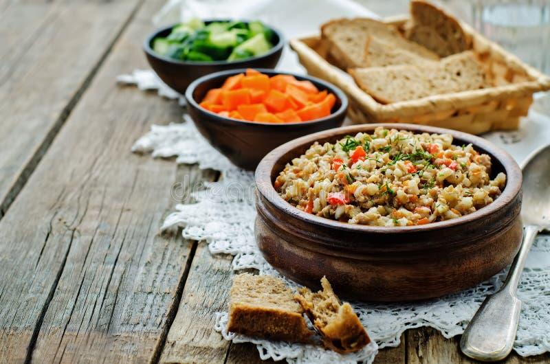 大麦粥用肉和菜 库存图片