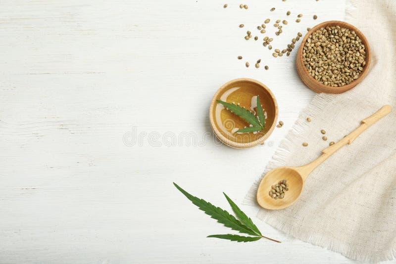 大麻油、种子和空间文本的 免版税库存照片
