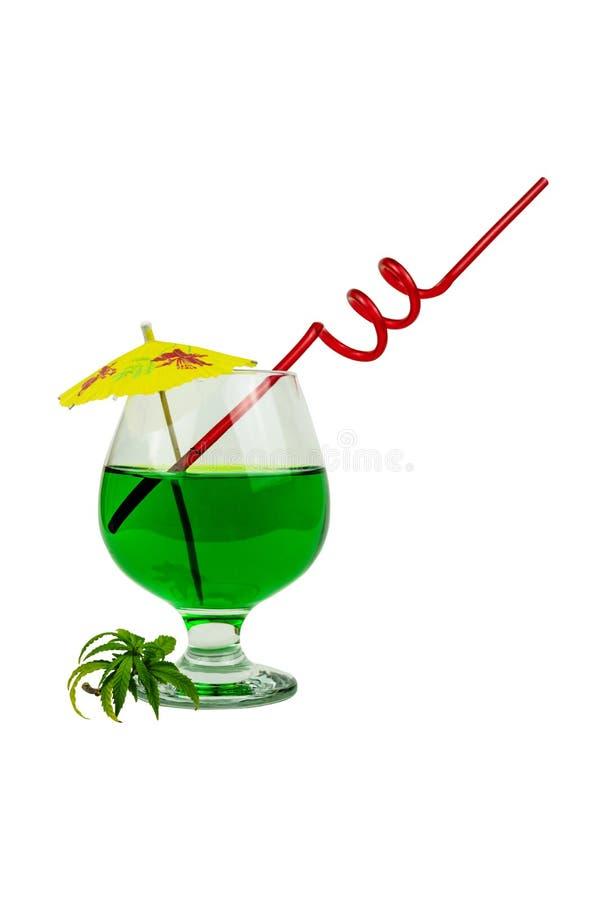 大麻鸡尾酒的概念,喝包含thc或cbd 库存照片
