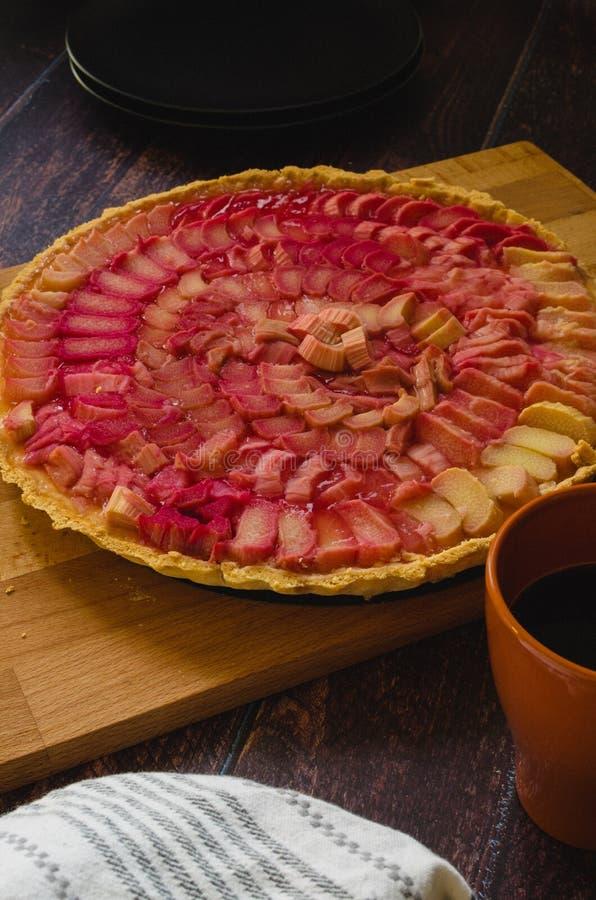 大黄姜在木板的乳蛋糕饼 库存照片