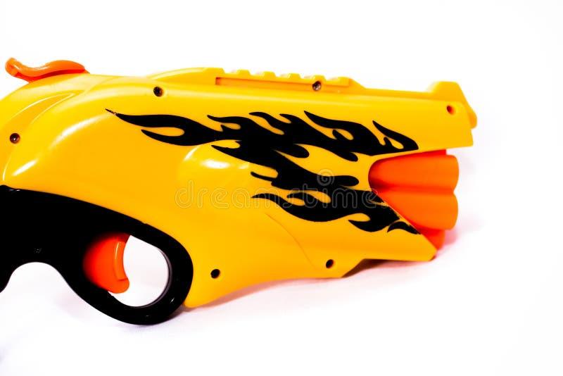 大黄色左轮手枪,带鼓鼓酷逼真玩具 库存照片