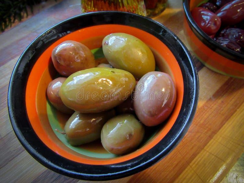 大,五颜六色的希腊橄榄 库存图片