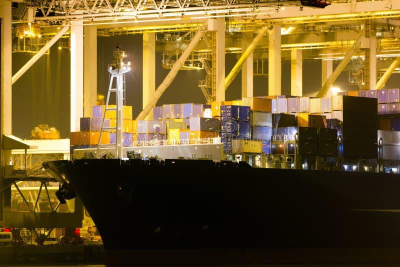 大货柜船在港口 免版税库存照片