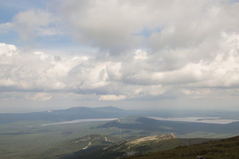 大Nurgush山的上面  免版税库存照片