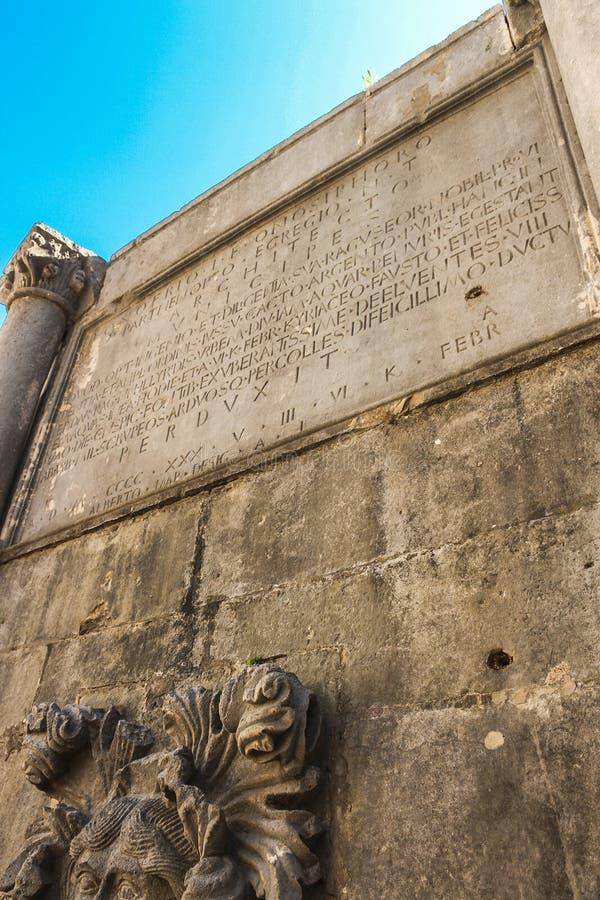 大Onofrio的喷泉的十六边之一 它被修造了从1438到1440 每边有  免版税库存照片