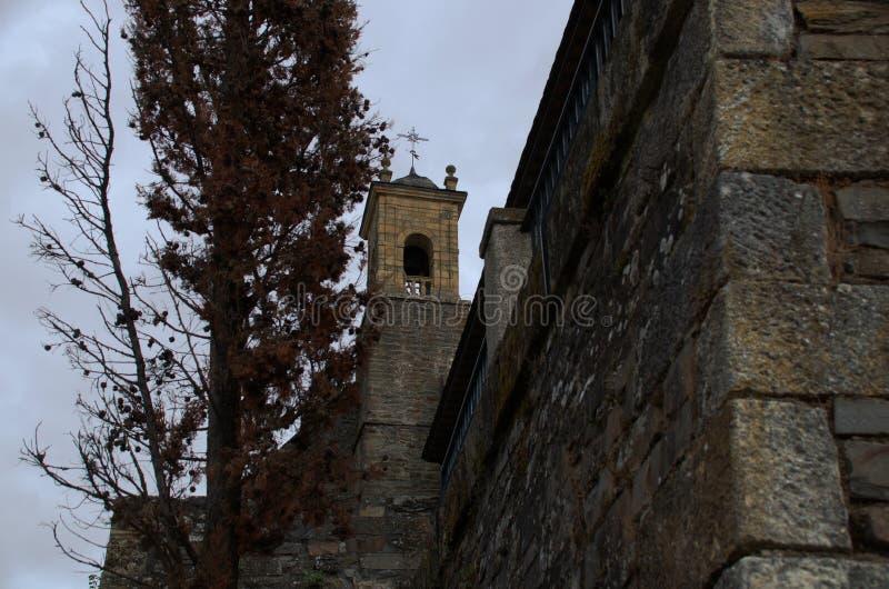 天主教会的钟楼 免版税库存图片