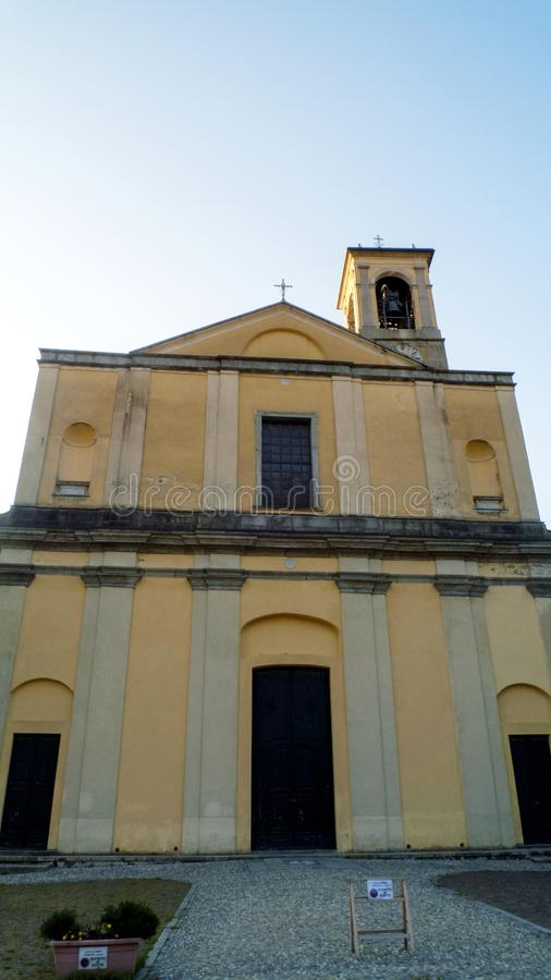 天主教圣斯特凡诺岛,在东戈,格拉韦多纳科莫湖的自治市在意大利 免版税图库摄影