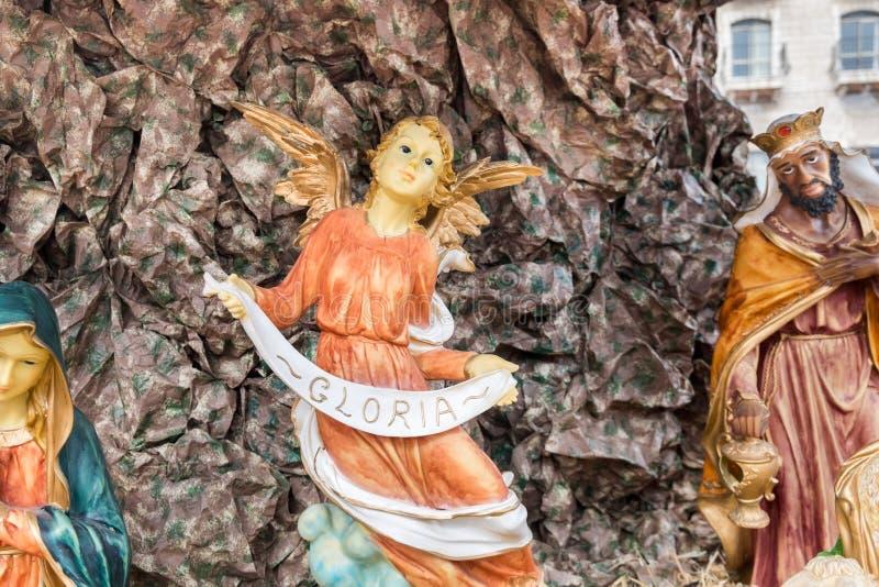 天使举行'在诞生场面的格洛里亚'横幅在拿撒勒 库存照片