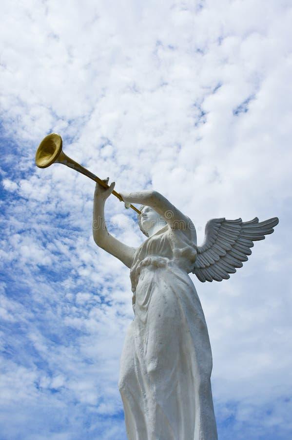 天使和喇叭雕象  免版税库存图片