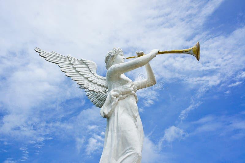 天使和喇叭雕象  库存照片