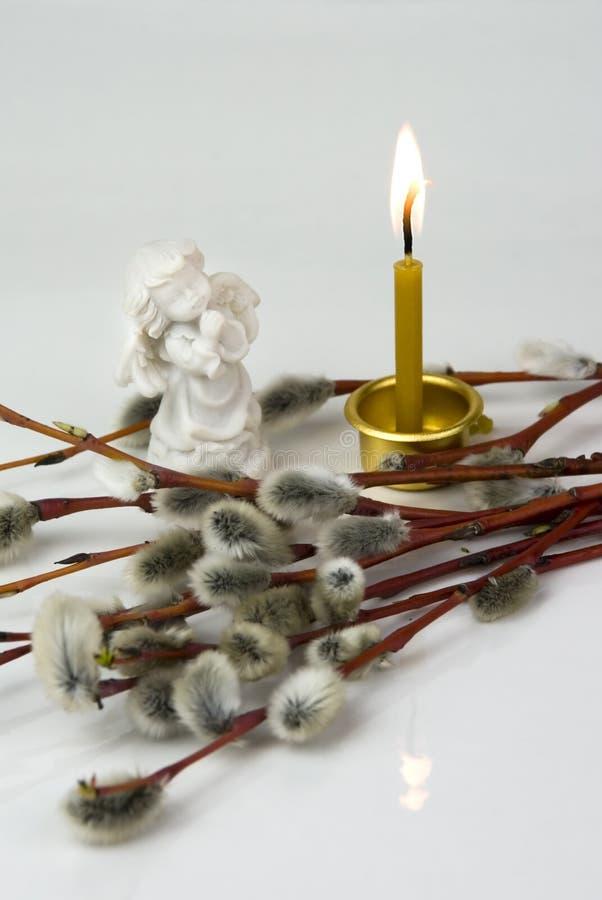 天使和灼烧的蜡烛 库存图片