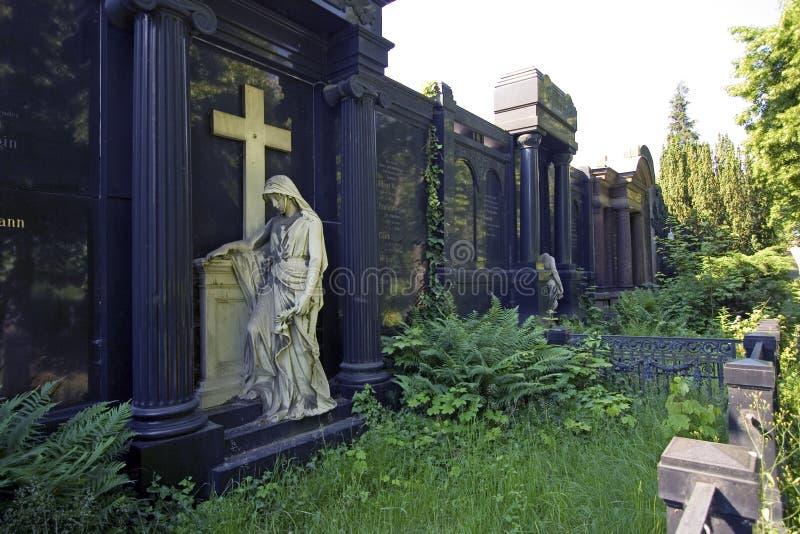 天使坟墓守卫巨大哀伤 免版税库存照片