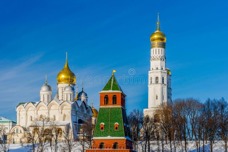 天使大教堂和伊冯克里姆林宫伟大的钟楼  库存照片