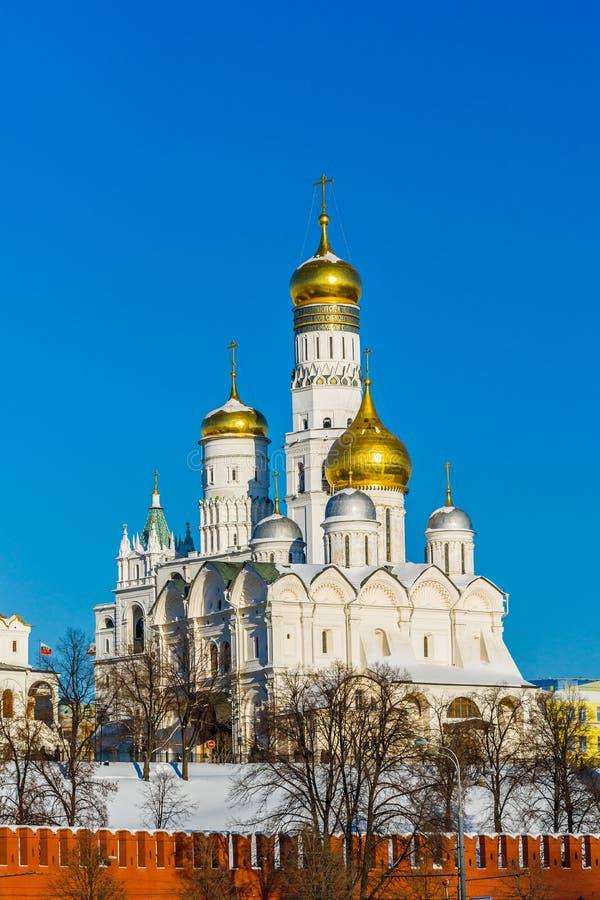 天使大教堂和伊冯克里姆林宫伟大的钟楼  免版税库存照片