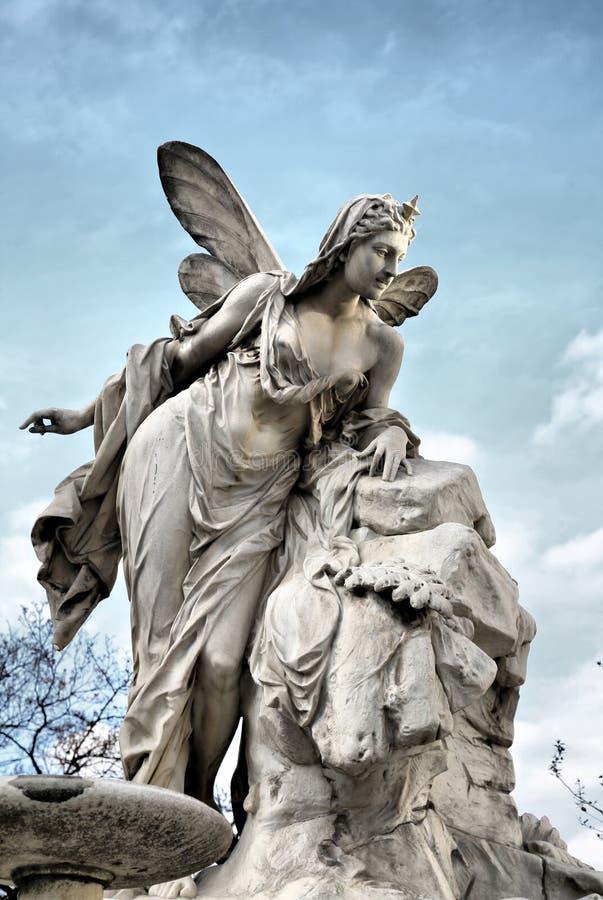 天使天堂般的雕塑 免版税库存照片