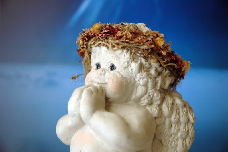 天使婴孩祈祷 免版税库存照片