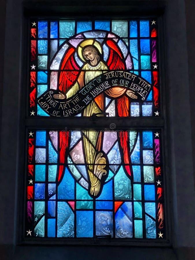天使尊敬耶稣的藏品横幅的彩色玻璃图象 图库摄影