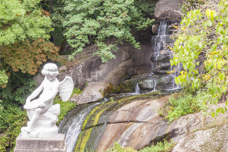 天使形象在Sofiyivsky公园-乌曼,乌克兰。 免版税库存照片