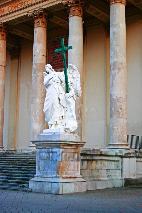 天使雕象在圣查尔斯` s教会,维也纳的 库存图片
