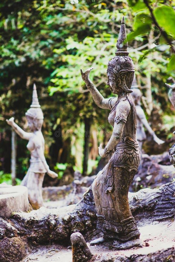 天使雕象在菩萨魔术庭院 免版税库存照片