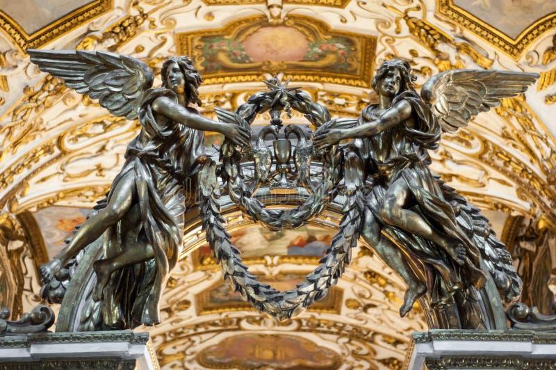 天使雕象 基督教会内部 库存照片
