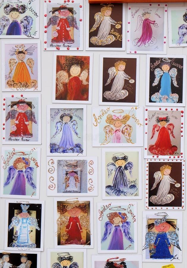 天使,与装饰的摊位寒假在传统每年圣诞节市场上在萨格勒布 库存图片