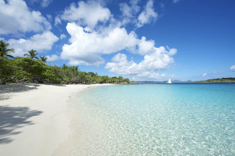 天堂加勒比海滩水平的唯尔京群岛 免版税图库摄影