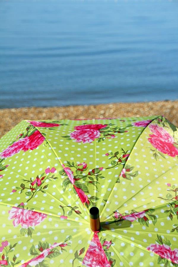 天堂海岛遮阳伞 图库摄影