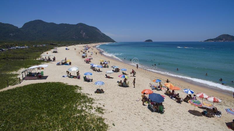 天堂海滩,美丽的海滩,环球美妙的海滩, Grumari海滩,里约热内卢,巴西,南美巴西 免版税库存照片