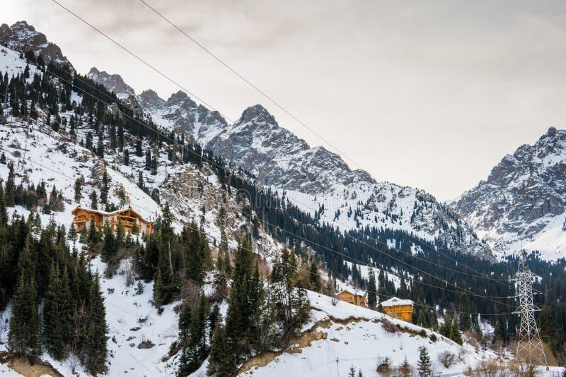 天山山在冬天,阿尔玛蒂,哈萨克斯坦 Tuyk su峡谷 免版税库存照片