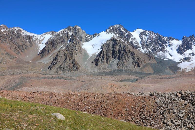 天山山的范围 免版税库存图片