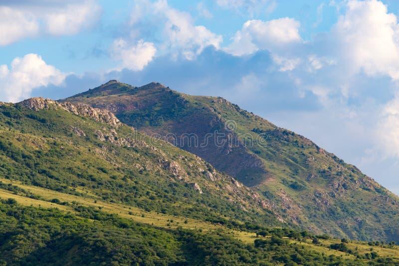 天山的美丽的山在哈萨克斯坦排列 免版税库存照片