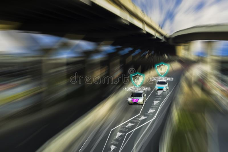 天才未来派路驾驶汽车,人工智能系统的聪明的自已的,查出对象,改变的错误车道 库存图片